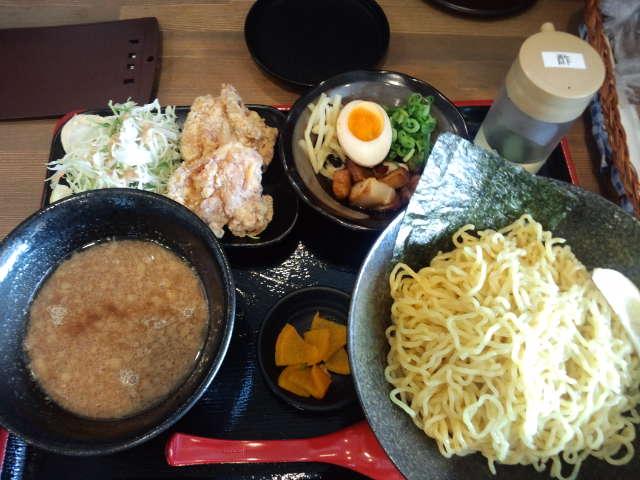 『ラーメン食堂黒○』